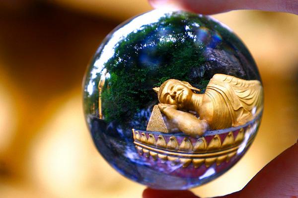 Кис Стравер и его мир в стеклянных шарах