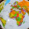 Кис Стравер и его мир в стеклянных шарах (13 фото)