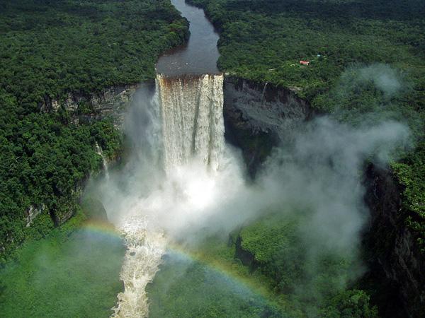 Красивейший водопад Кайетур в Гайане