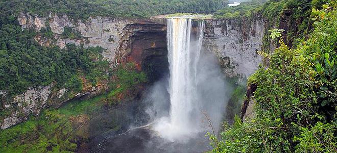 Живописный водопад Кайетур в Гайане (7 фото)