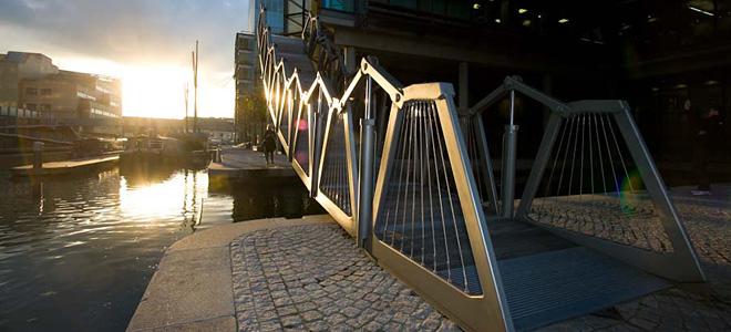 Необычный Скручивающийся мост в Лондоне (7 фото)