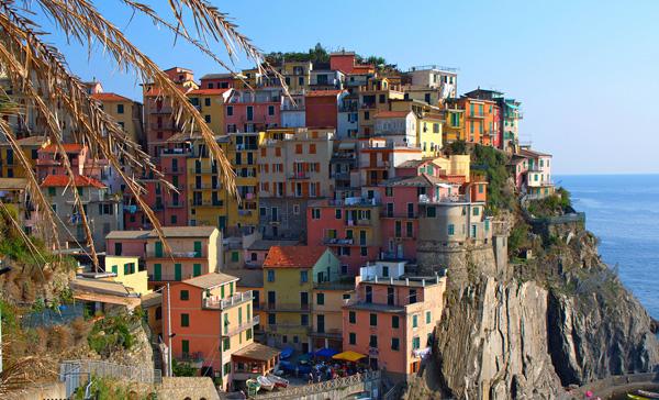 Красочный городок Манарола в Лигурии