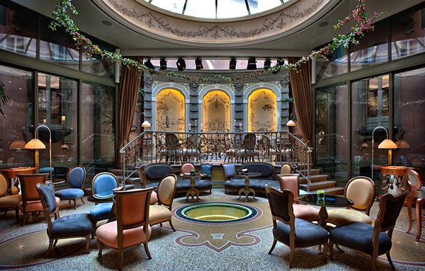 Роскошное убранство отеля Château Monfort
