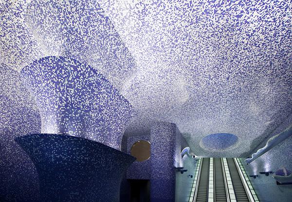 Станция метро Толедо в Неаполе