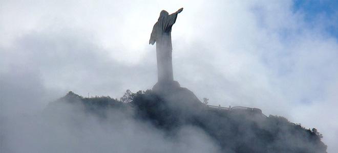Статуя Христа Искупителя в Рио-де-Жанейро (13 фото)
