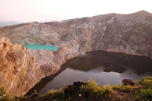 trexcvetnye-ozera-vulkan-kelimutu-11