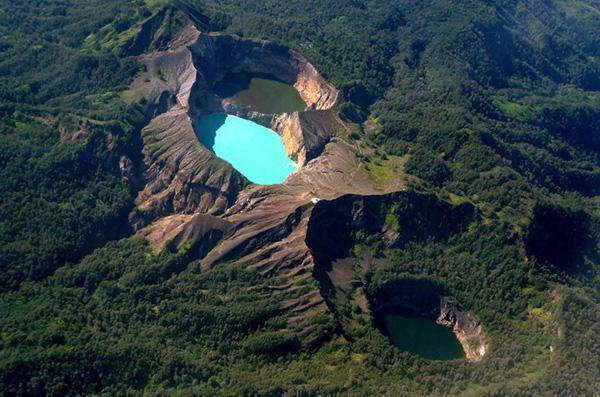 trexcvetnye-ozera-vulkan-kelimutu-15