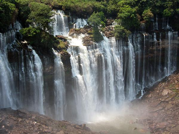 Водопад Каландула в Анголе