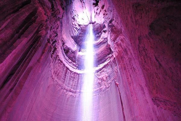 Подземный водопад Руби-Фоллс в США