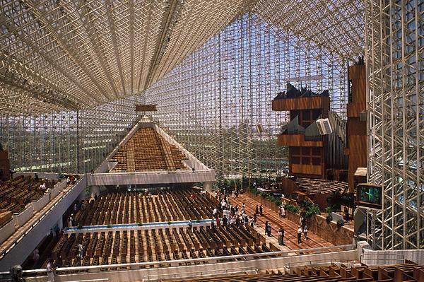 Хрустальный собор в Калифорнии