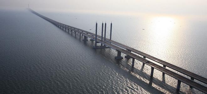 Циндаоский мост через залив Цзяочжоу (3 фото)
