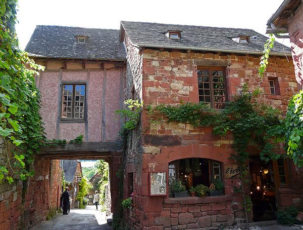 Французская деревня Колонж-ля-Руж