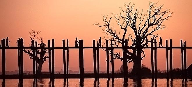 Деревянный мост У Бейн в республике Мьянма (7 фото)