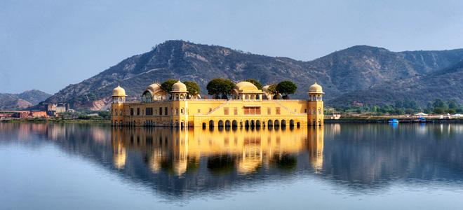 Дворец на воде Джал-Махал в Индии (11 фото)