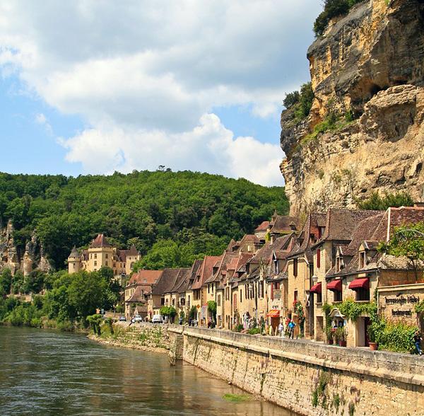 Французская коммуна Ла-Рок-Гажак