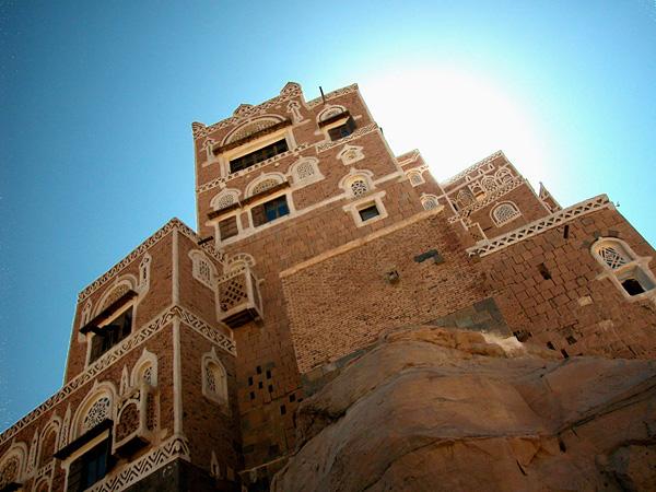 Горный дворец Дар-аль-Хаджар
