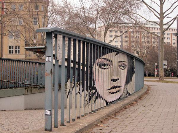 Стрит-арт на решетках от команды Zebrating