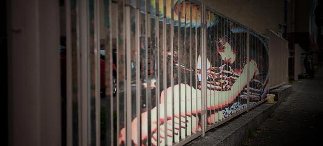 Искусный стрит-арт на решетках от команды Zebrating (25 фото)