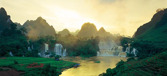 Красивейший водопад Детиан (7 фото)