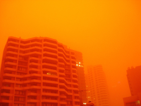 Красная песчаная буря в Австралии