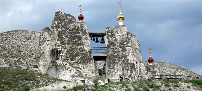 Свято-Спасский женский монастырь на холмах (11 фото)