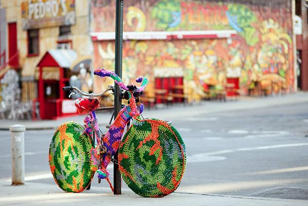 Вязаное граффити Ярнбомбинг