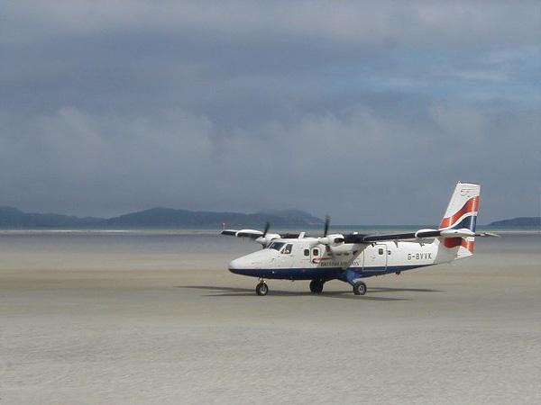 Аэропорт и пляж Барра в Шотландии