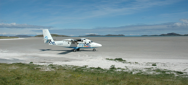 Аэропорт-пляж Барра в Шотландии (7 фото)
