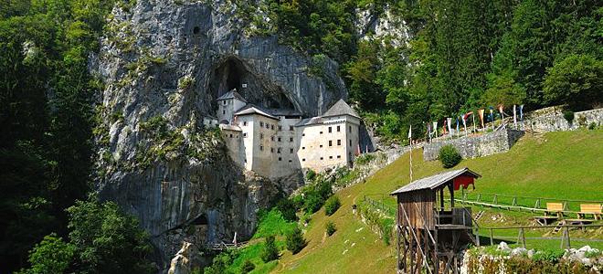 Предъямский замок в Словении (5 фото)