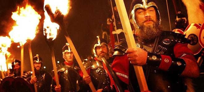 Ап Хелли Аа — фестиваль огня викингов (13 фото)