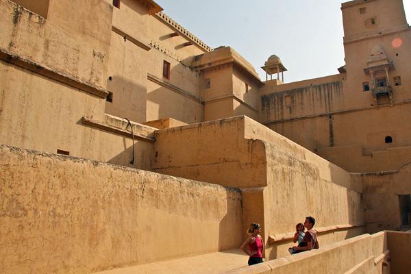 Форт Амбер в пригороде Джайпура