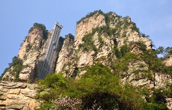 Лифт Ста Драконов в скале