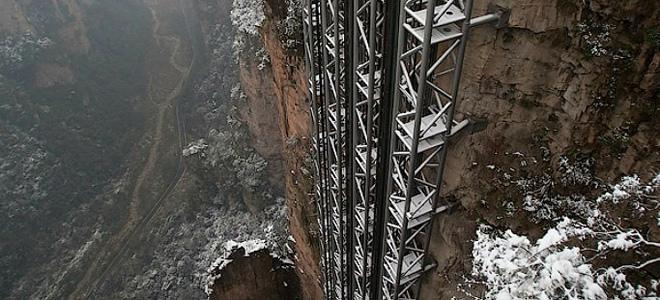 Лифт Ста Драконов в скале (5 фото)