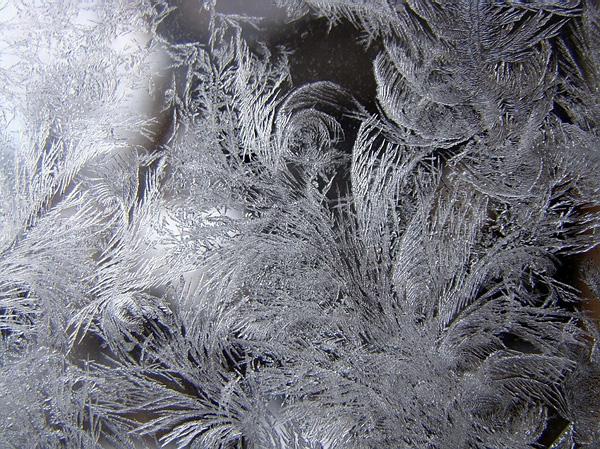 Красота зимних узоров на стеклах (8)