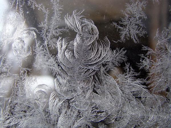 Красота зимних узоров на стеклах (6)