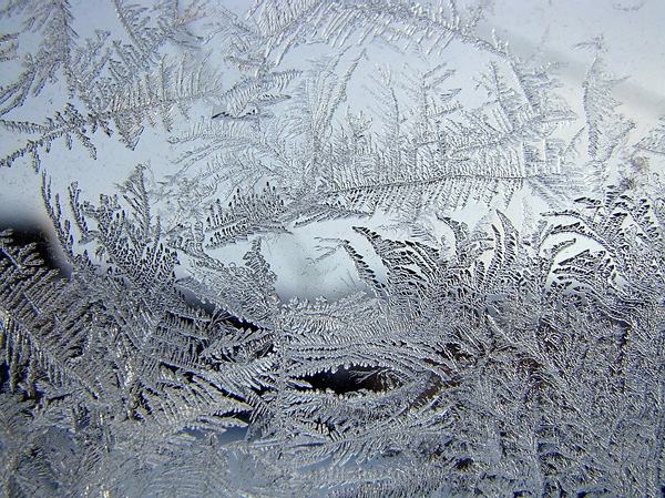 Красота зимних узоров на стеклах (3)