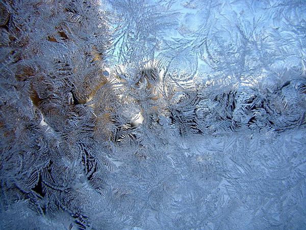 Красота зимних узоров на стеклах (2)