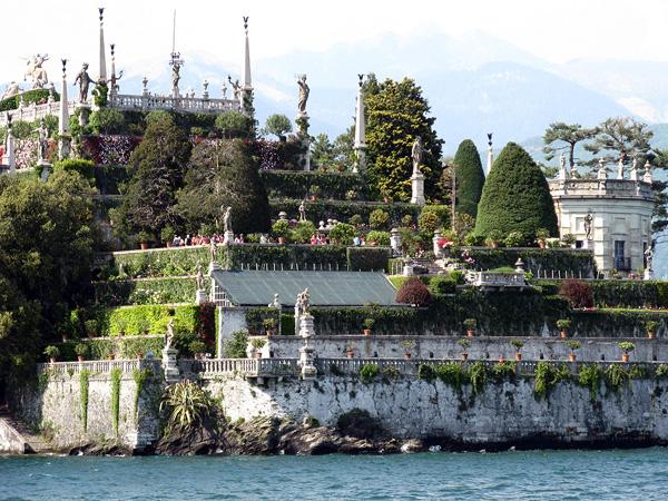 Красивый остров Изола-Белла