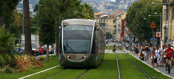 Газоны на трамвайных путях в Европе (7 фото)