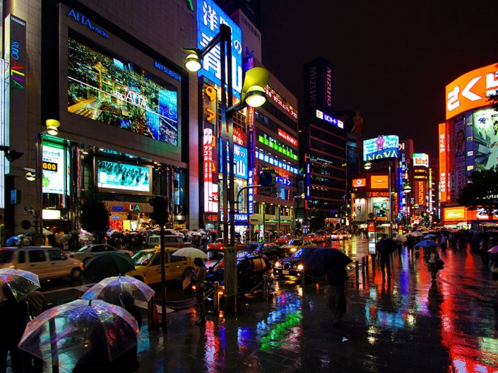 shinjuku_at_night_tokyo_japan-705x528