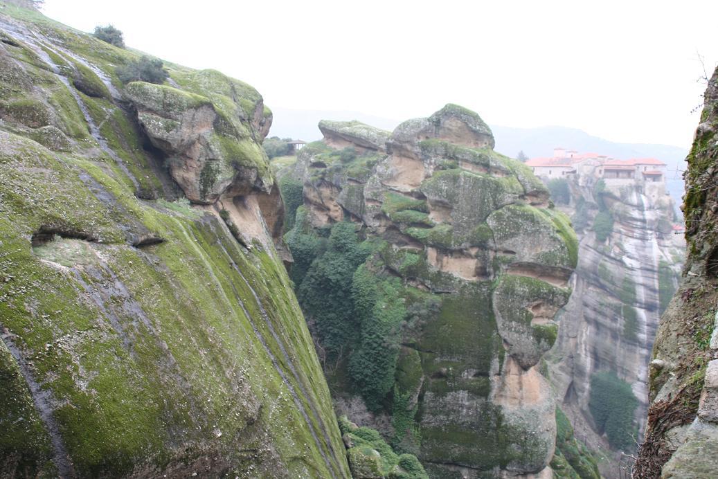 Величественные_скалы_Метеор,_Греция