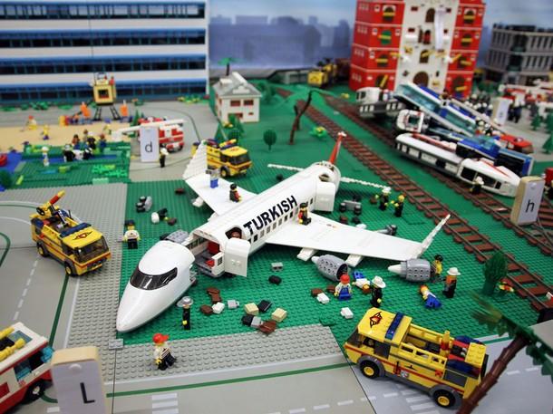 26177_lego-airplane_u4otpkuoohegc34cxym6cgqbe3ncurxrbvj6lwuht2ya6mzmafma_610x457