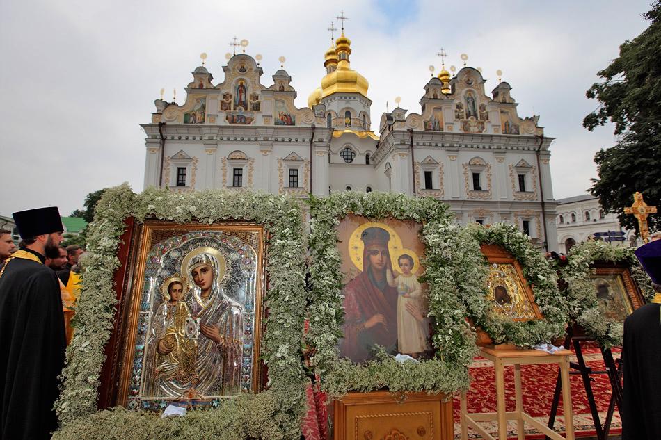 Чудотворные иконы Богородицы принесены в Киево-Печерскую лавру