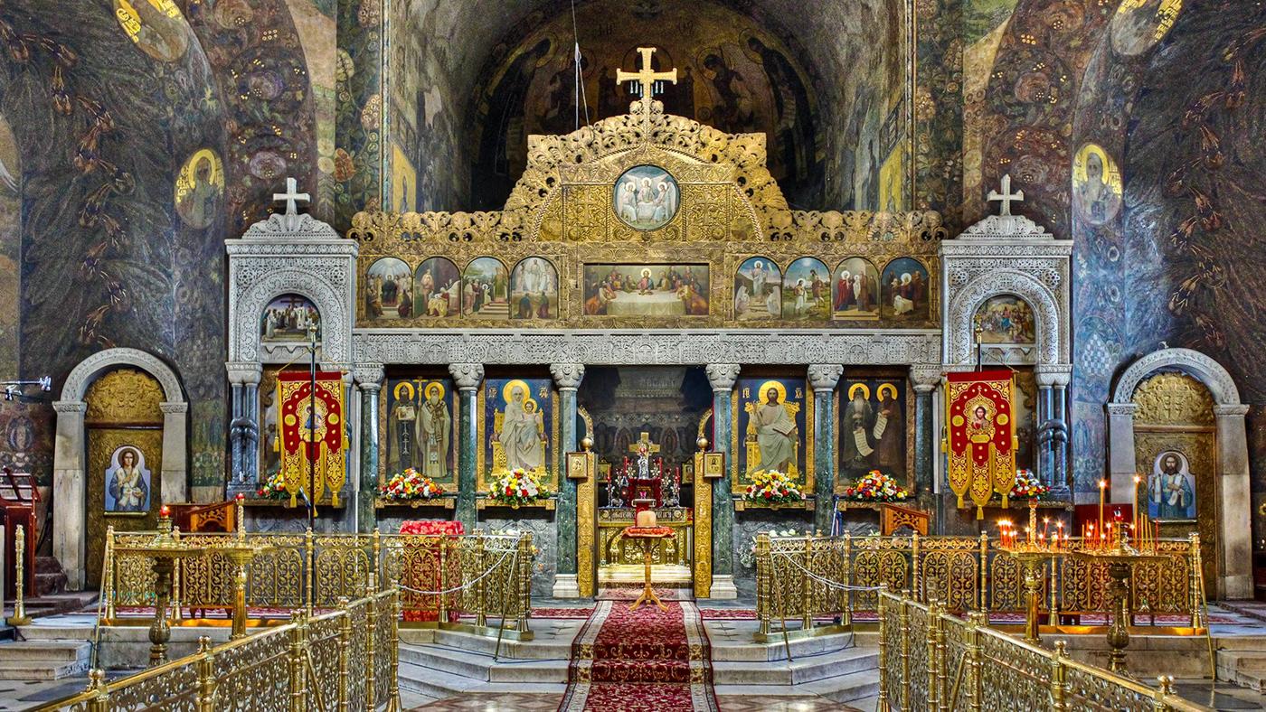Красивый алтарь в одном из храмов Киево-Печерской лавры